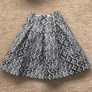 Black and white patterned skirt size XS